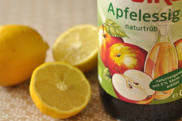 Saure Rinse mit Apfelessig und Zitrone